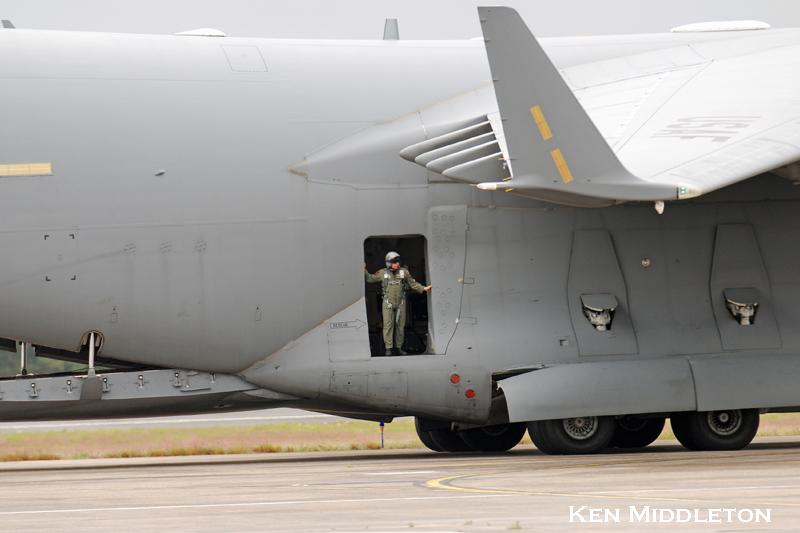 C-17A_055139_KCEF_6September2008_KenMiddleton_DSC_6825.jpg